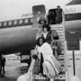 Diana Ross és csapara bundában, frissen fodrászolva léptek le a gépről 1965-ben Londonban.
