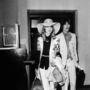 1968: George Harrison felesége sem kerülte a feltűnést, Patti Boyd egy széles karimájú kalapban, rövid ujjú kardigánban és fekete blúzban repült férjével a Cannes-i Filmfesztiválra.