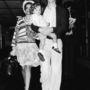 1974: Bianca Jagger csíkos pulóverrel tette még trendibbé virágmintás szoknyáját.