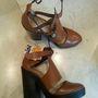 Nagyon meg akarnak szabadulni a cipőktől a Zara-ban: ez a barna szandál 17995 helyett 3995 forint.