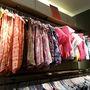 Rengeteg póló kapható még a Stradivarius Vörösmarty téri üzletében 2 ezer forint alatt.