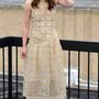 Az esküvői ruháját többször elsütő angol színésznőért csak úgy kapkodnak a divatházak kreatív igazgatói a Chaneltől a Valentinóig. A 29 éves Keira Knightleyn mégsem akadt meg a Vanity Fair egyik szerkesztőjének sem a szeme a szezonban.