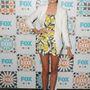 Ciara Bravo a FOX csatorna júliusi rendezvényén bemutatta, hogy a vidámabb darabokkal is jól mutat a fehér blézer, sőt.