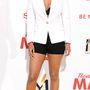 Keri Hilson egy júniusi filmpremieren úgy döntött, megvillantja fekete melltartóját.