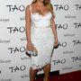 Kim Kardashian kitöltötte a ruhát