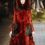 1: Az év egyik legdrágább, 7 milió forintos szőrmebundáját a Dolce & Gabbana tervezte.