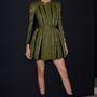 Kendall Jenner katonazöld ruhájában büntet