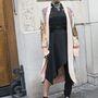 Az énekesnő, FKA Twigs Jean Paul Gaultier ruhájához és Nicholas Kirkwood cipőjéhez vette fel vintage kimonóját a párizsi haute couture héten.