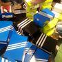 Adidas outlet: hamar rájöttünk, miért. A bolt közepén egy raklapra szórták ki az akciós cipőket, piros, bőr magasszárú Adidas cipőt 4990-ért, vászoncipőt 2590 forintért vásárolhattunk.