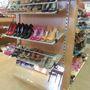 The shoe store: legalább méretek szerint van minden csoportosítva, ami jó.
