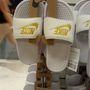 Nike outlet: 4290 forintért vehet strandpapucsot, ami most divatos. Tényleg divatos. De ha nem érzi magáénak a stílust, ne vegye.