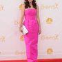 Zooey Deschanel Oscar de la Renta ruhája olyan, mint egy tiniknek készült báli ruha: nagyon pink.