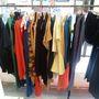 Főként Tomcsányi Dóri és Kele Clothing kollekciók – régiek és újak, őszi/téliek és tavaszi/nyáriak, férfi és női vonalak – darabjaiból válogathatunk.