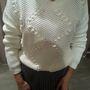 Mango: Egyszerű fehér pulóver. Kicsit öreges, de a megfelelő darabokkal kombinálva azért lehet divatos. Ár: 9995 Ft