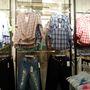 Reserved: A kockás ing az ősz egyik alapdarabja, szóval ha olcsóbban meg tud csípni egyet, ne habozzon. Ja, nem 1495 forintba kerül, fogalmunk sincs, ebből a halom ruhából melyik darabért kérnek annyit, mert ennél csak drágább holmikat találtunk.