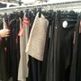 H&M: Egy sztendernyi áru várja azokat, akik ide térnek be, és azok sem a legjobbak.