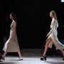 Victoria Beckham a 2015-ös tavaszi-nyári trendeket felvonultató New York-i divathéten mutatta be első cipőkollekcióját.