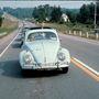 Békés kocsisor araszol Woodstock felé.