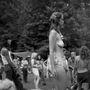 1986, Észak-Karolina: hippi találkozó a hegyekben, mely során a résztvevők elmélyíthették kapcsolatukat a Földdel és saját magukkal.