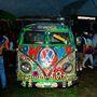 Woodstock utánérzés 1994: a legendás fesztivál 25 éves évfordulóján hippisen pingált VW Bullik is megjelentek.