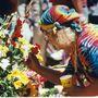 1995. augusztus 13.: Hugh Wavy Gravy Romney hippi-ikon lerója tiszteletét Jerry Garcia temetésén a Golden Gate parkban.