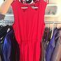 Még egy nyári ruha, ez a tűzpiros darab is 50% kedvezménnyel vihető el, 12 ezerért.