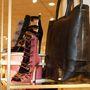 Természetesen táskákat is tervezett a színésznő a cipők mellé.