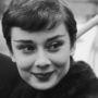 Ahogy Audrey Hepburnt is népszerűvé tette az androgün külsőt kölcsönző szemöldök.