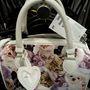 H&M: Az a gyanúnk, hogy ez a táska a gyerekosztályról került át a női részlegre. Szóval ha ön LOL-core rajongó, akkor mindenképpen nézzen szét a lányka holmik között is. ár: 3990 Ft