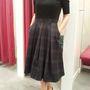 Orsay: Azért mert nem szereti valaki a feltűnő dolgokat, még lehet divatos. Jó példa erre ez a ruha. Ár: 11995 Ft