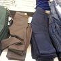 Mango outlet: a nadrágok 20 helyett 14 euróba kerülnek. Az 4400 forint.