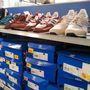 Adidas outlet: efféle cipőkkel a biatorbágyi outlet is tele van. 50 euro az áruk, 15500 forint.