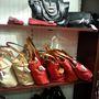 Ralph Lauren outlet: a táska 200 euro (62 ezer forint), de ennyiért egy igényes dizájnertáskát kapunk.