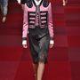 A Dolce & Gabbana is becsempészett egy kis rózsaszínt kollekciójában.