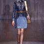 A késő hatvanas évek és a korai hetvenes évek divatja már a lóg a levegőben egy ideje. Gucci