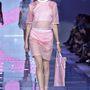 Naná,hogy a Versace sem hagyta ki a rózsaszínt.