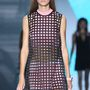 Hálószerű ruha a Versace kifutóján.