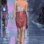 Csillogós ruhákban nem volt hiány a Versace bemutatón.