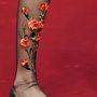 Lapos talpú masnis cipő virágos zoknival a Dolce & Gabbana kifutóján.