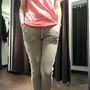 Tezenis: Gondoltuk, hogy a fehérnemű boltokban is érdemes körülnézni. Itt nem találtunk kifejezetten edzőcuccokat, de azért vannak olyan pólók és nadrágok, amikben lehet tornázni. Ár: póló - 2990 Ft, nadrág - 4990 Ft