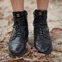 Itt az ideje, hogy egy időre száműzze cipős szekrényéből a fűzős bakancsot.