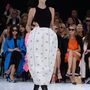 Christian Dior 2015 tavasz-nyár: klasszikus darabok is helyet kaptak a kifutón.