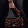Louis Vuitton 2015 tavasz-nyár: a táskákba nem lehet belekötni.