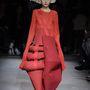 Comme Des Garcons: várhatóan nem találkozunk majd ilyen ruhakölteményekkel az utcán.