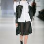Konsánszky Dóra: ötletes dzseki-megoldás, csinos szoknya és a kedvenc blúzunk egy szettben. Csodás!