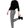 A Nushi néven futó új dizájnermárka ugyanis egy olyan prémiumkategóriás leggings-kollekcióval debütált, melynek egyes darabjait kortárs magyar művészek rajzai díszítik.