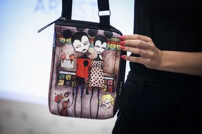 Ez is USE bag is jó vásár volt, hiszen ez eredti ára 31 ezer forint, és ennek az összegnek kicsivel több mint a feléért viihette haza a szerencsés.