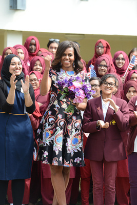 Gyakran látni az elnökfeleségen ilyen jól szabott, szellős darabokat.