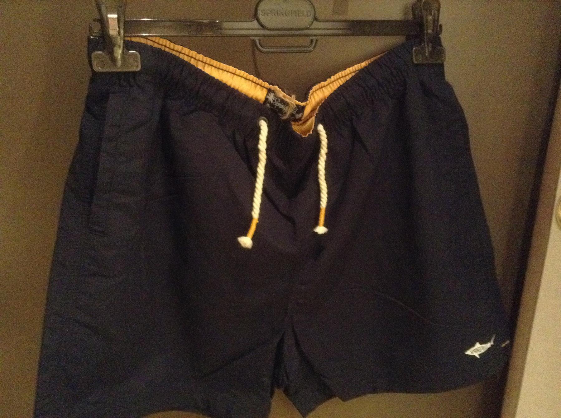 A sátoranyagból készült nadrág 2890 forint (F&F)