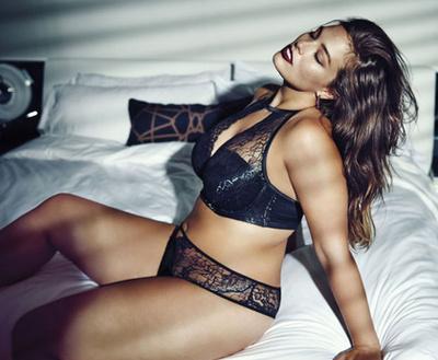 Így ült modell Amy Schumer a Pirellinek.